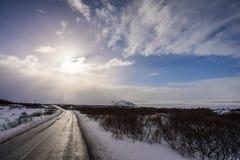 Väg som äventyrar i Island Arkivbild