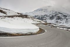 Väg som högt passerar i Norge Royaltyfria Foton