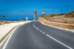 Väg som kyrktar i Gharb på den Gozo ön, Malta Arkivfoton