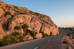 Väg som leder till udde Formentor i bergen av ön av Mallorca, Spanien Arkivfoto