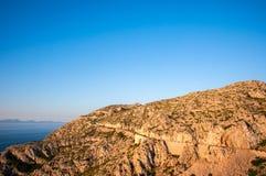Väg som leder till udde Formentor i bergen av ön av Mallorca, Spanien Royaltyfria Foton