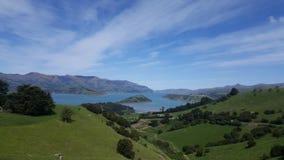 Väg till Akaroa nyazeeländskt härligt landskap royaltyfri bild
