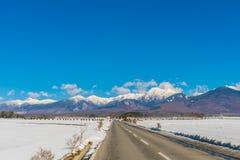 Väg till berget i vintern (Japan) Royaltyfri Fotografi