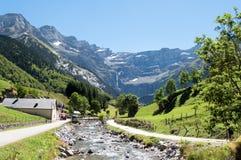Väg till Cirque de Gavarnie, Hautes-Pyrenees, Frankrike Arkivbilder