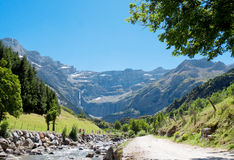 Väg till Cirque de Gavarnie, Hautes-Pyrenees, Frankrike Fotografering för Bildbyråer
