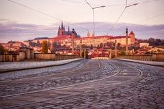 Väg till den Prague slotten, Tjeckien, Europa arkivbilder