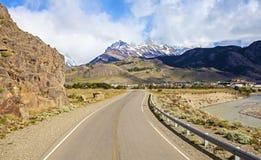 Väg till El Chalten i Argentina. Arkivbilder