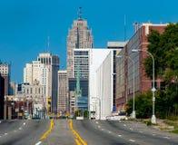 Väg till i stadens centrum Detroit arkivbilder