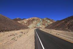 Väg till ingenstans - Death Valley - Kalifornien Arkivfoto