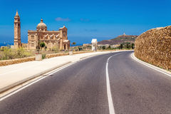 Väg till kyrkan för Ta Pinu i Gharb i Malta Arkivbilder