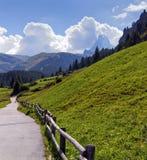 Väg till Matterhorn, Schweiz arkivbild