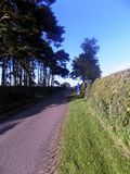 Väg till nytt Etal, Northumberland, England Arkivfoton