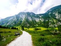 Väg till Obersee, Berchtesgaden nationalpark Royaltyfria Foton