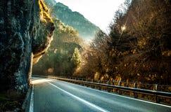 Väg till och med berg Fotografering för Bildbyråer