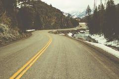 Väg till och med steniga berg, Colorado Arkivfoton