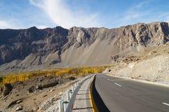 Väg till Pasu i nordliga Pakistan Royaltyfria Bilder