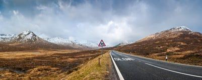 Väg till skotsk Skotska högländerna arkivfoto