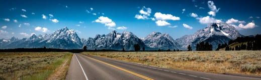 Väg till Tetonsen, Teton nationalpark, Wyoming arkivbild