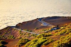 Väg till vulkan för El Teide på solnedgången i Tenerife Arkivfoton