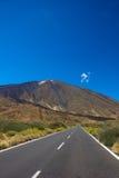 Väg till vulkan Teide, Tenerife, Spanien arkivbilder
