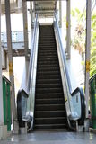 Väg upp rulltrappan till skywalk Arkivbild