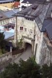 Väg upp till en kloster - Kapuzinerberg, Salzburg Royaltyfria Bilder