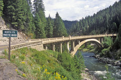Vägbro över den Payette floden, Idaho Arkivfoton