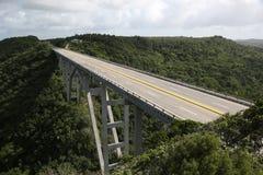 Vägbro i Kuba Arkivfoto