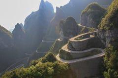 Vägen att nå en himmeldörr på Zhangjiajie Arkivbild