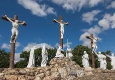 Vägen av korset och calvaryen byggde år sedan vid St Louis Monfor Royaltyfri Bild