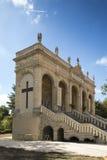 Vägen av korset och calvaryen byggde år sedan vid St Louis Montfo Royaltyfri Fotografi