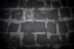 Vägen av svarta stenar Bakgrund tonat Royaltyfri Foto