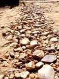 Vägen för vaggaslinga- eller grussten Arkivbild