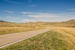 Vägen går utan uppehåll och på Royaltyfria Foton