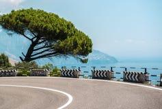 Vägen längs den Amalfi kusten Arkivfoto