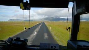 Vägen längs sydkustsikten från bussen iceland lager videofilmer