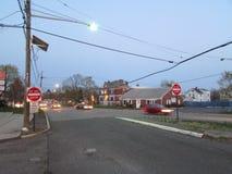 Vägen med två tecken skriver in inte i Edison, NJ USA Arkivfoton