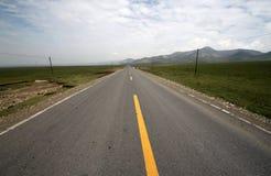 Vägen mellan berget Royaltyfri Fotografi