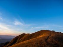 Vägen som är stigande till överkanten av det måndag Jong berget i Chiangmai, Tha Fotografering för Bildbyråer