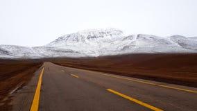 Vägen som förbinder Chile med Argentina och Bolivia nära San Pedro de Atacama royaltyfri fotografi
