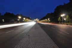 Vägen till den Brandenburg porten royaltyfri fotografi