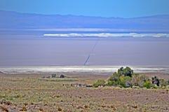 Vägen till desertoen gör atacama royaltyfri fotografi
