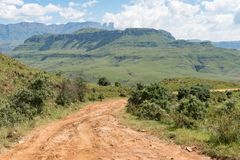 Vägen till Injisuthi i jättar rockerar avsnittet, Maloti Drakensberg P Royaltyfria Bilder