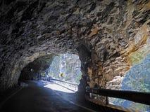 Vägen till och med den stora grottan i Hualien, Taiwan arkivfoto