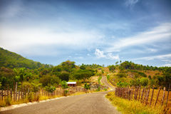 Vägen till Pico Isabel de Torres, Puerto Plata, till och med bygden och ett sol bränt landskap Arkivfoton
