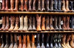 Vägg av Cowboykängor Royaltyfri Foto