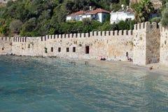 Vägg av den Alanya slotten fotografering för bildbyråer