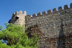 Vägg av den forntida Narikala fästningen i gamla Tbilisi, Georgia Royaltyfria Foton
