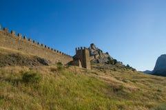 Vägg av den Genoese fästningen Arkivbilder