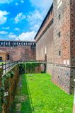 Vägg av den Sforza slotten i Milan, Italien arkivbild